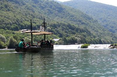 Uživajte u bajkovitoj vožnji Arkom u Eko selu Natura art